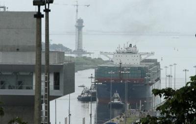 По новому Панамскому каналу прошло первое судно
