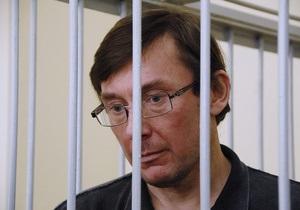 Однопартийцы Луценко не выделили ни копейки на его лечение - жена