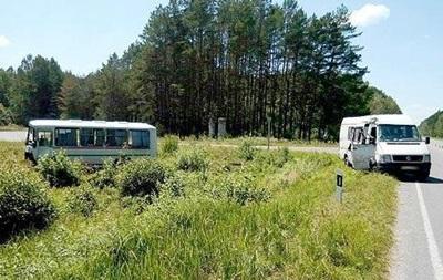 На Волыни Volkswagen столкнулся с автобусом, десять пострадавших
