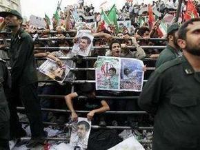 В столице Ирана прошел  марш единства  в поддержку Ахмадинежада