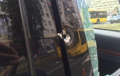 У центрі Києва стріляли в чоловіка