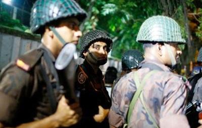 В Бангладеш захватили заложников в дипквартале