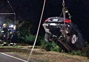 У актера Чарли Шина угнали и сбросили со скалы второй за полгода Mercedes