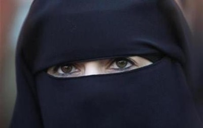 В Эмиратах советуют не носить национальную одежду за границей