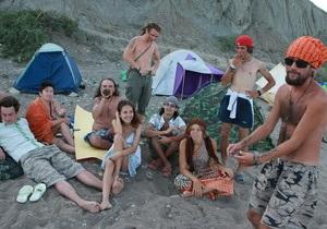 Корреспондент: Последний Гоа. Летом глухие уголки крымского побережья превращаются в маленькие Гоа