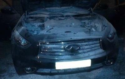 В Киеве подожгли Infinity, припаркованный во дворе