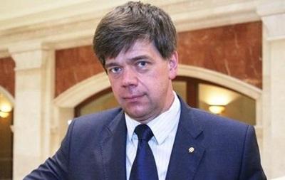 Адвокат Онищенко покидает Украину