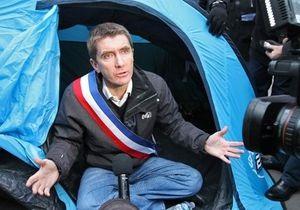 Мэр французского города объявил голодовку у парламента, требуя увеличить финансирование муниципалитета