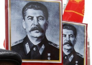 Российские правозащитники возмущены намерением властей Москвы установить портреты Сталина