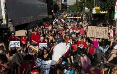 В США растет волна протестов против полиции