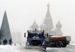 Сильный снегопад в Москве: с улиц города за сутки вывезли 400 тысяч кубометров снега
