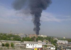 В Харькове горит вагоноремонтный завод