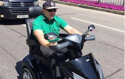Кернес впервые выехал в город на скутере