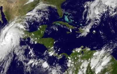 На Мексику надвигается второй ураган за сезон