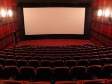 Прокатчики заявляют, что жители Востока и Юга Украины продолжают ходить в кино