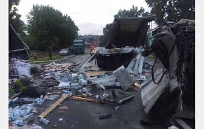 Под Харьковом столкнулись две фуры: есть жертвы