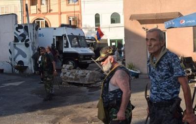 В Ереване освободили заложников, но конфликт продолжается