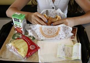 Страдающие ожирением дети более восприимчивы к рекламе еды