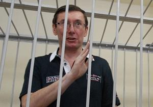 Суд отказал Луценко в отводе прокуроров и перенес заседание на 11 августа