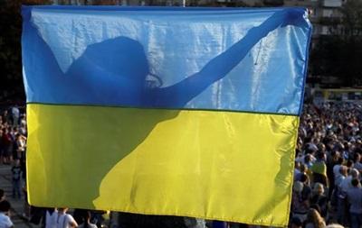 В Каховке мужчина сорвал и выбросил в мусорник флаг Украины