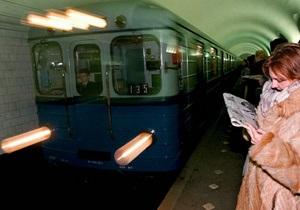 В Петербурге мужчина прыгнул под поезд метро