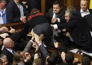 Оппозиция вновь заблокировала трибуну и президиум в Раде - Рада - оппозиция
