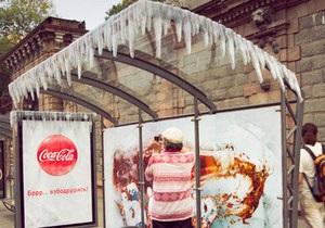 Coca-cola развесила в Москве сосульки