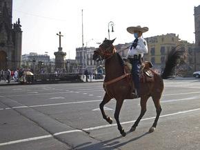 Мексиканцам разрешили снять марлевые маски