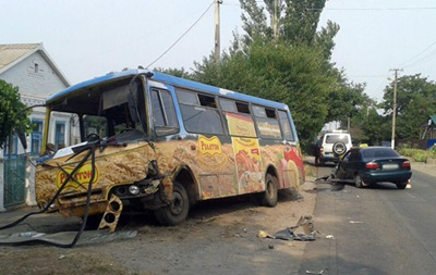 В Мариуполе Lanos врезался в маршрутку, есть пострадавшие