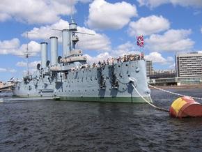 Коммунисты Петербурга требуют приставить подводную охрану к крейсеру Аврора