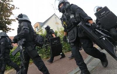 Во Франции заключенный захватил заложников в тюрьме