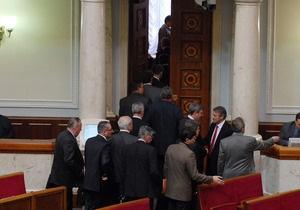 На выборы идут 345 из 450 нынешних нардепов - Мартынюк
