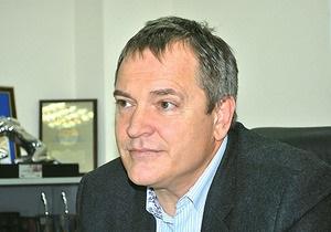 Колесниченко предъявил претензии авиакомпании, к которой имеет отношение Азаров - журналист УП