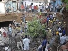 В столице Индии несколько домов ушли под землю