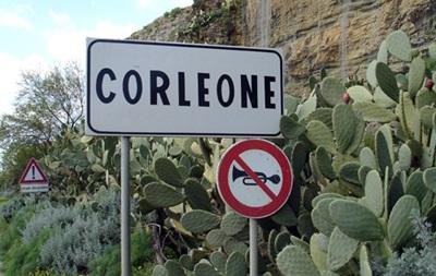 В Италии распустили мэрии двух городов из-за связей с мафией