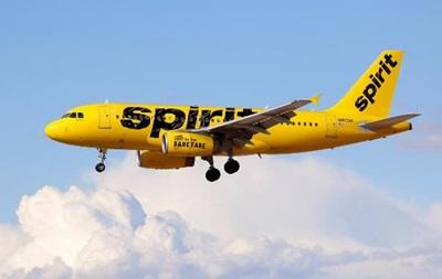 Самолет со179 пассажирами наборту экстренно сел вОрландо