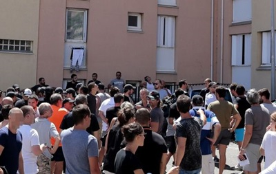 После драки на Корсике сотни людей вышли на акцию протеста