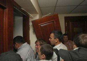 новости Киева - Киевсовет - милиция - Свобода - выломали двери - Милиция начала проверку после инцидента в Киевсовете