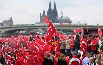 В Германии действуют более шести тысяч турецких сексотов – СМИ