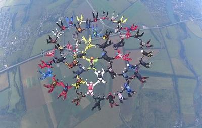 ВХарькове парашютисты установили новый национальный рекорд