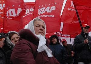 Возле здания ЦИКа остаются 250 митингующих против фальсификаций