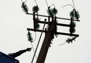 Киевэнерго просит жителей не приближаться к поврежденным линиям электропередач