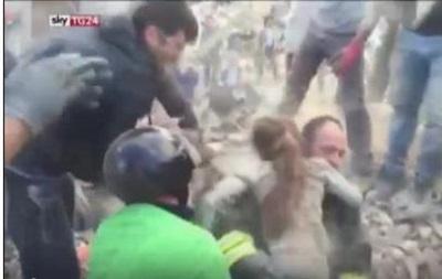 В Италии под аплодисменты спасли девочку
