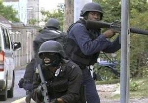 В столице Ямайки начались масштабные столкновения бандитов с полицией