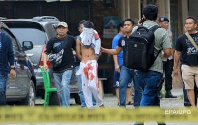 В Индонезии студент пытался взорвать церковь во время службы