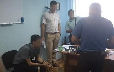 ВКиевской области сотрудника прокуратуры разоблачили вовзяточничестве