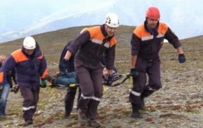 Туристы, спешившие насамолет, бросили вгорах травмированного товарища