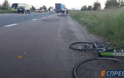 СМИ: Водитель фуры, сбивший велосипедистов под Киевом, уснул за рулем