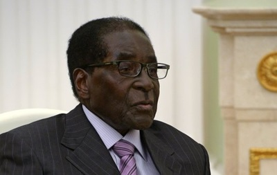 Президент Зимбабве вернулся, опровергнув слухи о плохом здоровье
