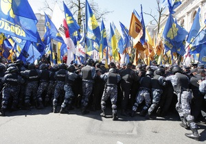 В Киеве запретили акции протеста в день визита Медведева